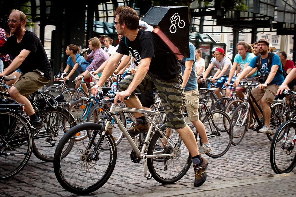 critical mass bisiklet eylemi