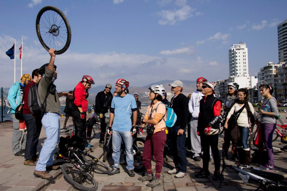 bisiklet aktivizmi izmir