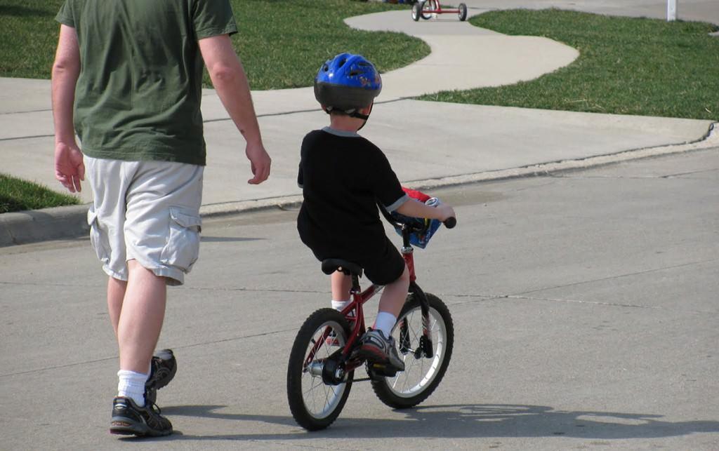 bisiklete binmeyi öğretmek