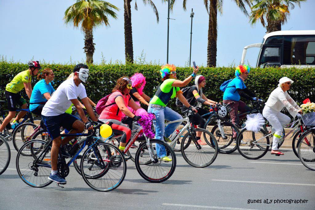 kostumlu bisiklet surusu izmir