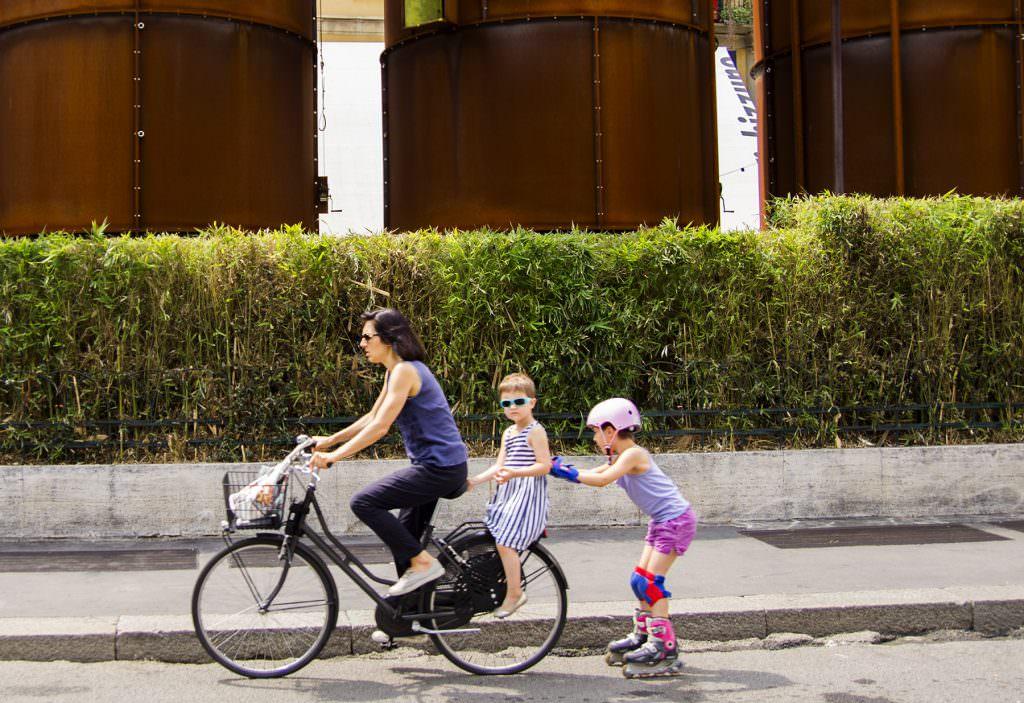 kadinlar bisiklete binerse