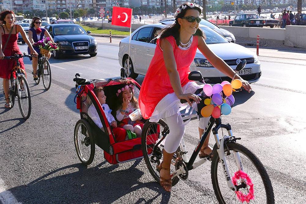bisikletli anne hande
