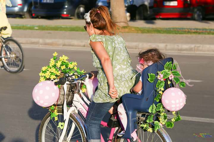 bisikletli anne cocuk